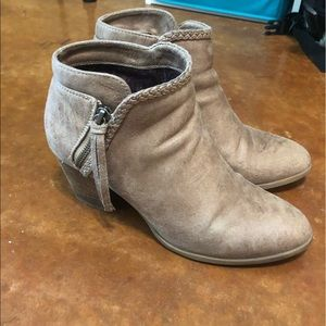 Tan/ light brown ankle booties